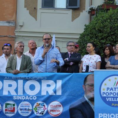 Commozione ed entusiasmo per Alessandro Priori, che ha chiuso la campagna in piazza Mazzini